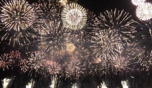 【冬の夜空を埋め尽くす光の花】熱海海上花火大会が凄い
